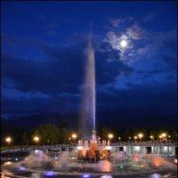 Фонтан и луна. :: Anna Gornostayeva
