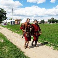Римляне спешат в Коломенское... :: Николай Дони
