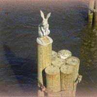 Памятник зайцу :: Вера