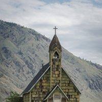 Заброшенная церковь. :: Тамара Листопад