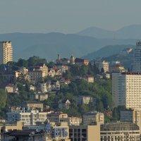 город на фоне гор :: Алексей Меринов