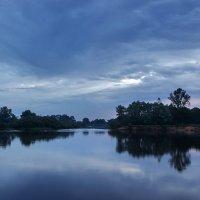Хмурое майское утро на реке :: Ирина Приходько