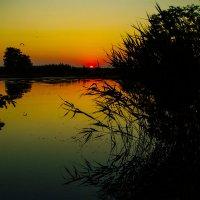 Закат на озере :: Марина