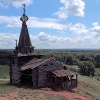 Старая церковь :: Алексей Каравайцев