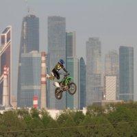Мотофристайл в городском интерьере 1 :: Андрей Синявин