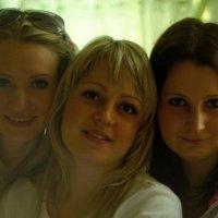Три девицы под окном ... :: Игорь Малахов