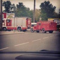 Пожарная- ретро машинка едет на праздник к детям :) :: Валентина Алейник