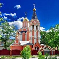 Церковь Новомучеников и исповедников Российских. Между 2001 и 2011. :: Волк