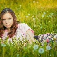 Девушка в траве :: Роман