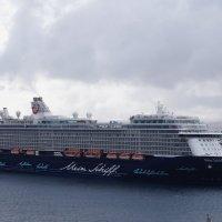 Круизный корабль в порту Лансароти :: Natalia Harries