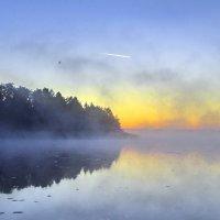 Рассвет на озере :: Валерий Талашов