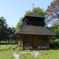 Деревянная  звонница  16  века  в  Коломые :: Андрей  Васильевич Коляскин