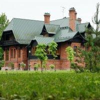 Бывший охотничий замок герцога Макленбург-Стрелицкого в Черемыкино :: Елена Павлова (Смолова)