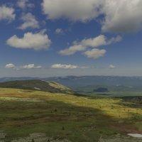 Вид с вершины горы Иремель на плато... :: Сергей Сердечный