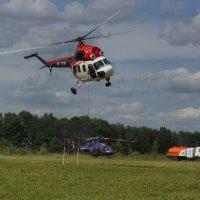Вертолетный спорт. Слалом с ведром воды. :: Олег Чернов