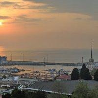 Ещё один закат над сочинским портом :: Алексей Меринов