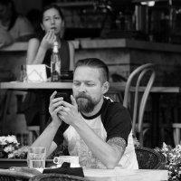 В летнем кафе :: Александр Степовой