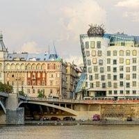 Танцующий дом.. :: Виктор Льготин