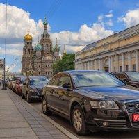 Городские контрасты :: Александр Кислицын