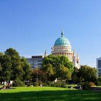 Вид на церковь Святого Николая с пл. Единства в Потсдаме :: Денис Кораблёв