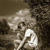 Девочка на камне :: Анна Никонорова