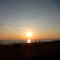 Пляж на закате солнца. :: Natali
