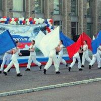 Северодвинск. День России. Танец флагов :: Владимир Шибинский