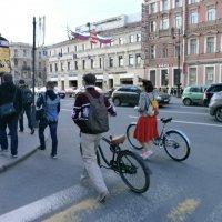 Картинки с улицы. Жизнь... :: Алёна Савина