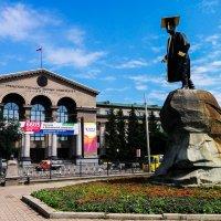 Екатеринбург, памятник Я. Свердлову :: Сергей Андрейчук