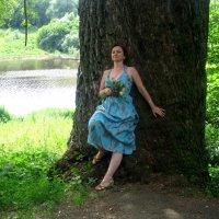 Девушка   и чудо-дерево :: Елена Семигина