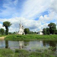 Храм у реки :: irina
