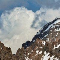 вершина в облаках :: Горный турист Иван Иванов