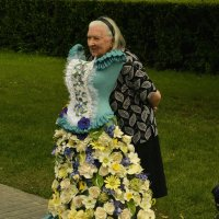 ..Вот-бы мне такое платье тоже, кабы была я помоложе!!! ;) :: Арина Дмитриева