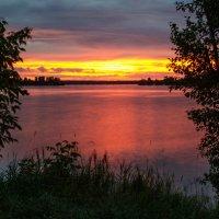 Закат на озере :: Геннадий Хоркин
