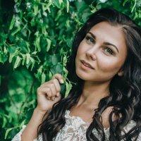 Девушка в зелени :: Мария Зубова
