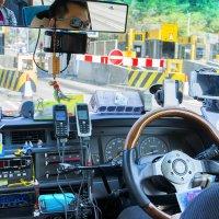 Гонконгский таксист.Вопрос ,кто сколько видит телефонов?Плюс внизу ещё два! :: Евгений Подложнюк