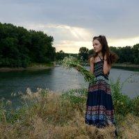 У реки :: Анна Емельянова