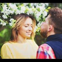 Когда расцветают яблони :: Евгения Хаерланамова