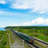 ВЛ85-151 с контейнерами вдоль Байкала :: Алексей Белик