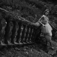У лестницы с колоннами :: Женя Рыжов