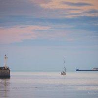 Море, лодка, маяк... :: Александр Максимов