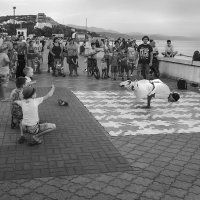 Брейк-данс на набережной :: Алексей Окунеев