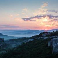 Рассвет с видом на башню Кыз-Куле и гору Кая-Баш :: Антон Фатыхов