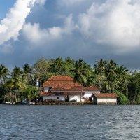 На реке Маду Ганга. Дом на острове. :: Edward J.Berelet