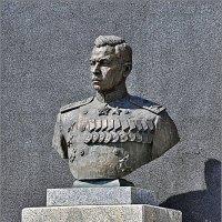 БЮСТ НА РОДИНЕ ГЕРОЯ :: Валерий Викторович РОГАНОВ-АРЫССКИЙ