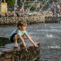 фонтан и ребёнок :: Олеся Лапшина