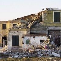 Разрушения после торнадо,Венеция-Мира :: Олег