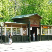 Старинная трамвайная остановка.Москва :: Борис Александрович Яковлев