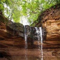 Водопад в лесу :: Юлия Глазунова
