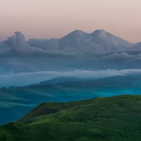 Эльбрус на закате 2 :: Александр Хорошилов